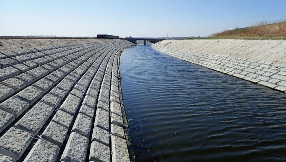 >川合幹線排水路<br><農業用排水路改修工事>